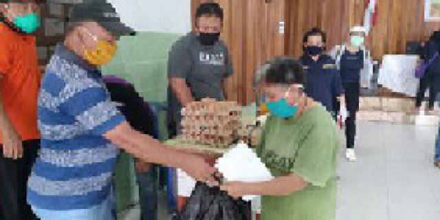 Covid 19, Bansos Diawali di Kelurahan Kakaskasen Dua