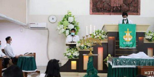 Walikota dan Ketua TP PKK Kota Manado Ibadah Bersama Jemaat GMIM Ekklesia
