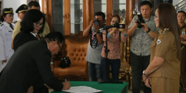 Hadiah Tahun Baru, Walikota Eman Roling 72 Pejabat