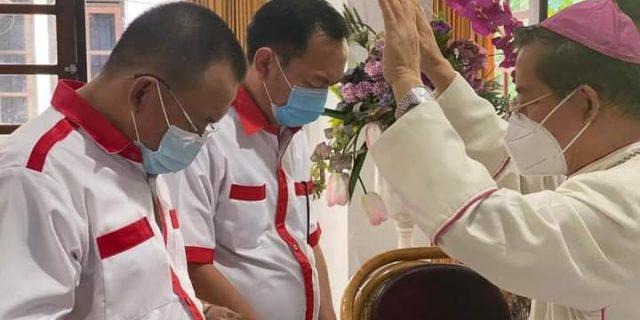 Caroll-Wenny Dan ODSK Di Doakan Uskup Manado