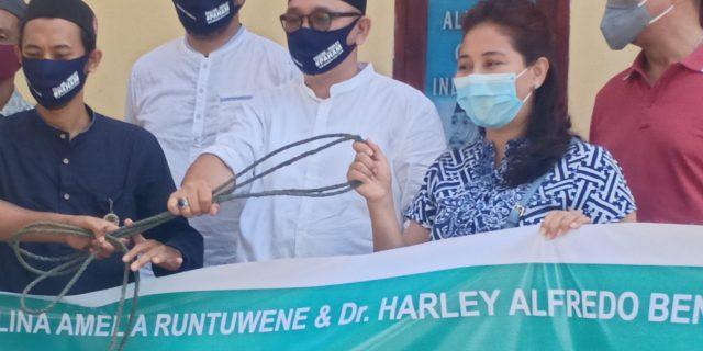 Prof Paula & Dr Ai.M Serahkan Hewan Kurban