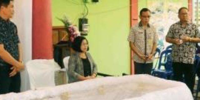 Walikota Tomohon Melayat ke Rumah Duka Solang-Pongulu