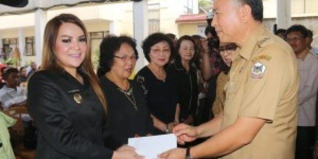 Walikota Tomohon Serahkan Santunan Duka