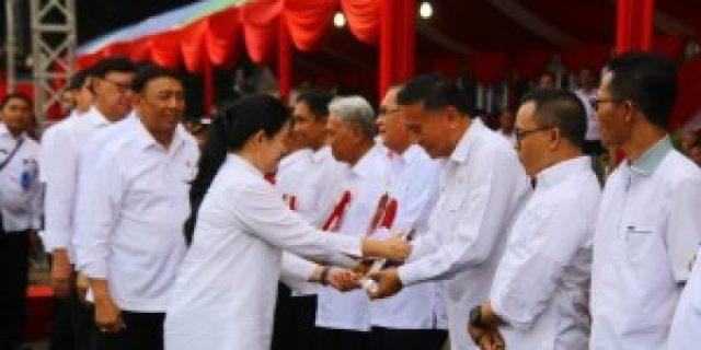 Walikota Tomohon Terima Penghargaan Revolusi Mental