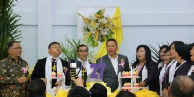 Walikota Eman Beribadah Paskah dan Pentahbisan Aula GMIM Sion Woloan