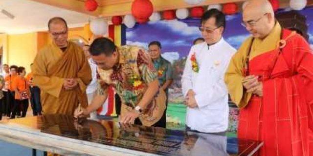 Resmikan Bhaktisala Wihara Buddhayana Tomohon, Walikota Eman Pastikan Tidak Memandang Perbedaan Agama